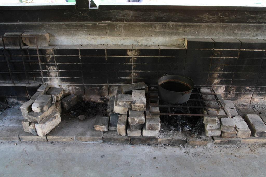 炊事棟のカマド